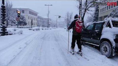 ΓΙΑΝΝΕΝΑ-Βγήκαν με τα... σκι στο κέντρο της πόλης!